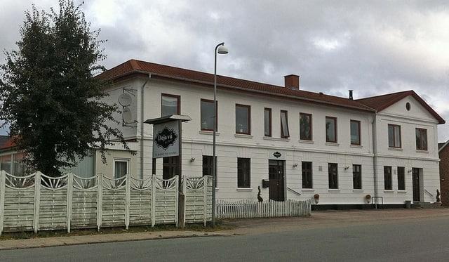 Ryomgård hotel ved byens station på Jernbanegade