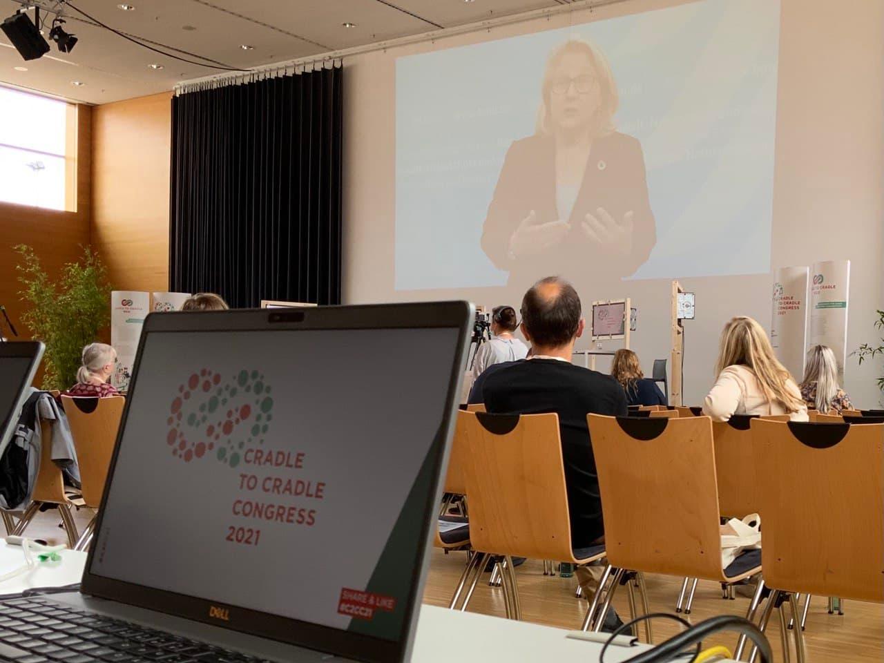 Bundesumweltministerin Svenja Schulze beim Cradle to Cradle Congress 2021