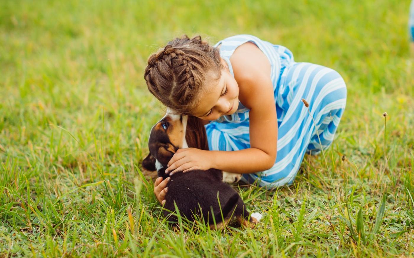 5 atividades que vão fortalecer o vínculo entre as crianças e os animais de estimação