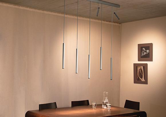Linia lichtsysteem boven een tafel