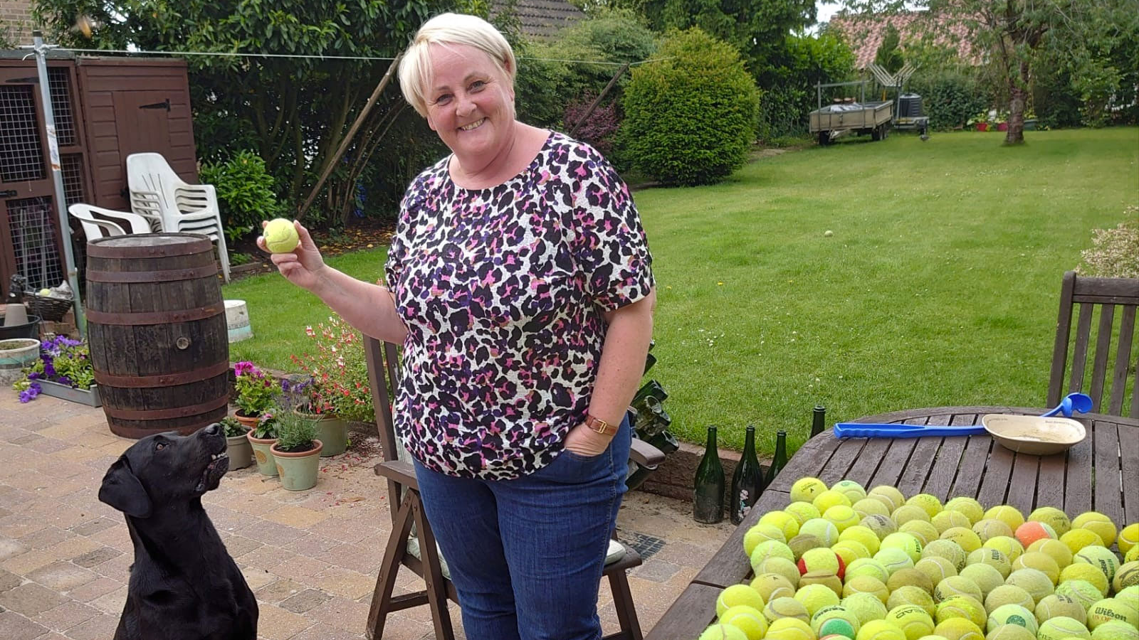 Tracey Pennell Watson collects tennis ball donation for Linbee Dog Rehoming.