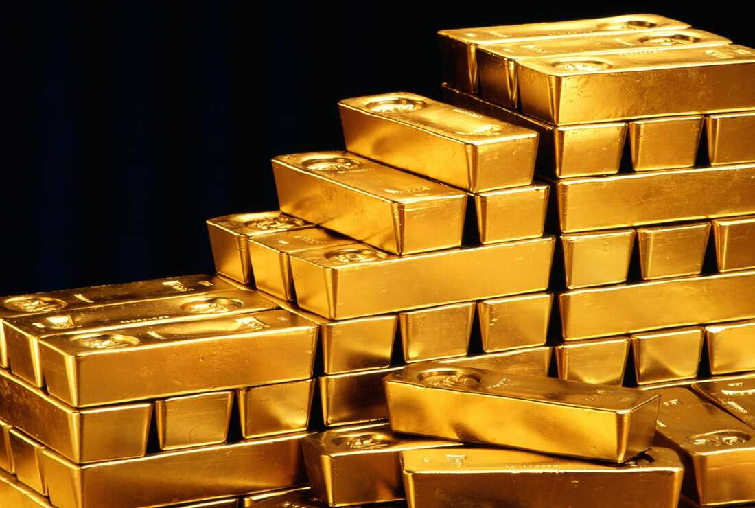 Gold hits one-month peak as rising virus fears boost demand