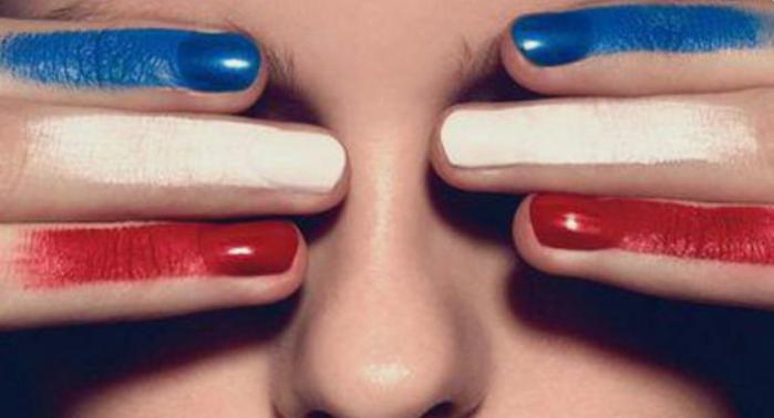maquillage bleu blanc rouge