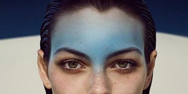 femme au front bleu