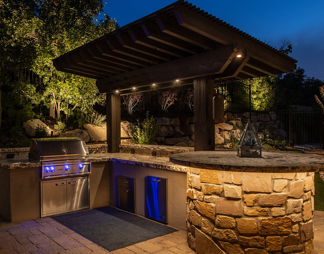 outdoor-kitchen-and-grill-lighting