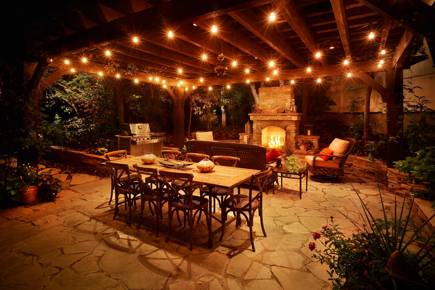 outdoor-kitchen-and-living-space-lights