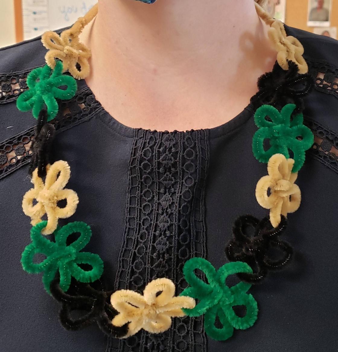 Flower lei craft