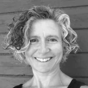 Writer and landscape architect Jolie Kaytes headshot