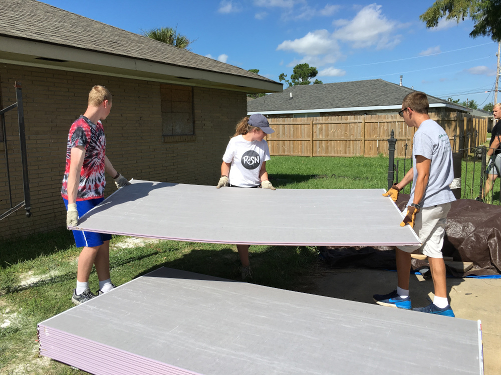 PHOTO: Youth Group Mission Trip