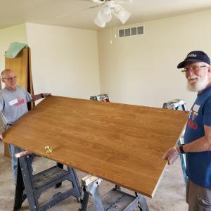 PHOTO: FUMC volunteers cleaning door at H4H renovation