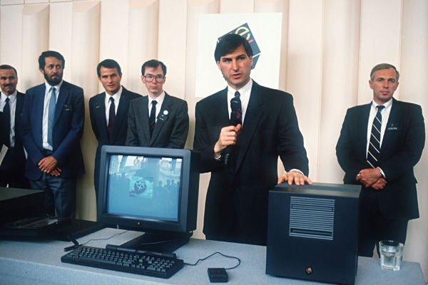 Steve Jobs presenting NeXT Cube