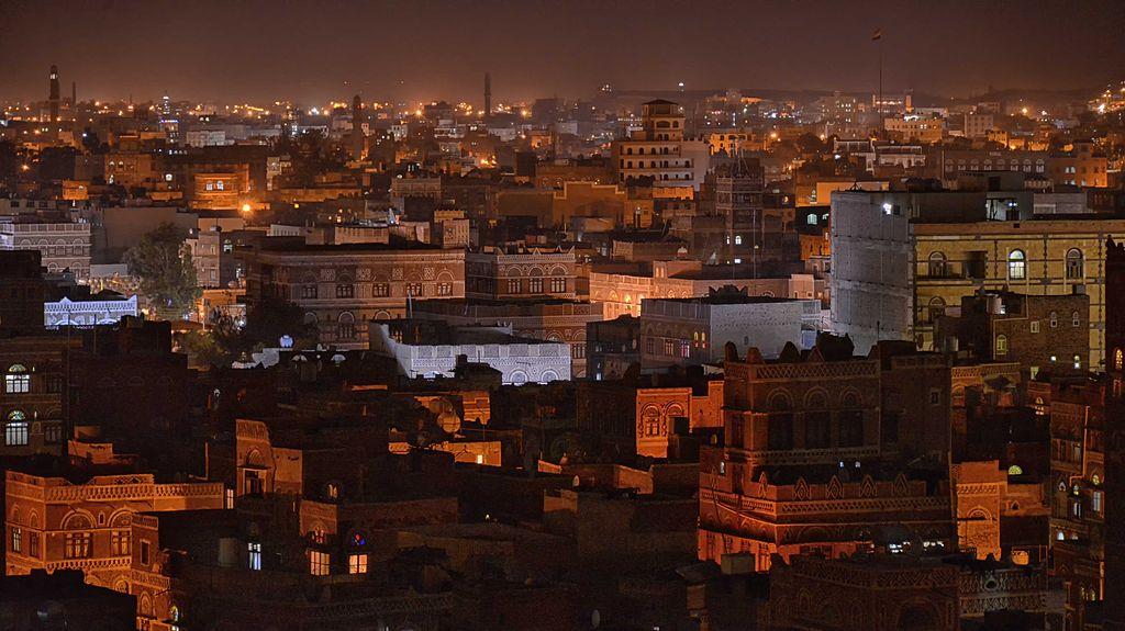 Sana'a Night, Yemen by Rod Waddington from Kergunyah, Australia, CC BY-SA 2.0, https://commons.wikimedia.org/w/index.php?curid=29765936