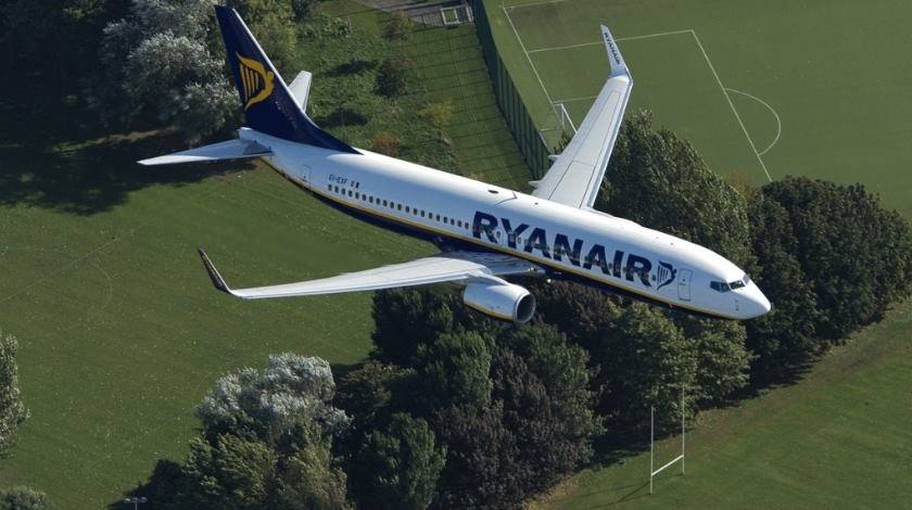 Ryanair Becomes First EU Airline to Report Monthly Co2 Emissions