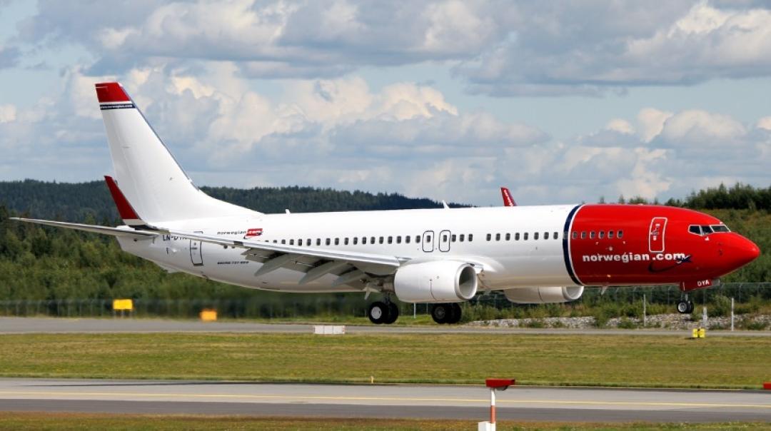 Norwegian Air International Boeing 737 Suffers Hydraulic Failure