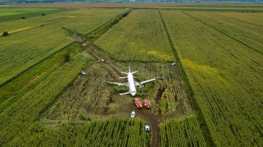 Pilots Awarded Title of Hero after Hard Landing Airbus A321 on Cornfield