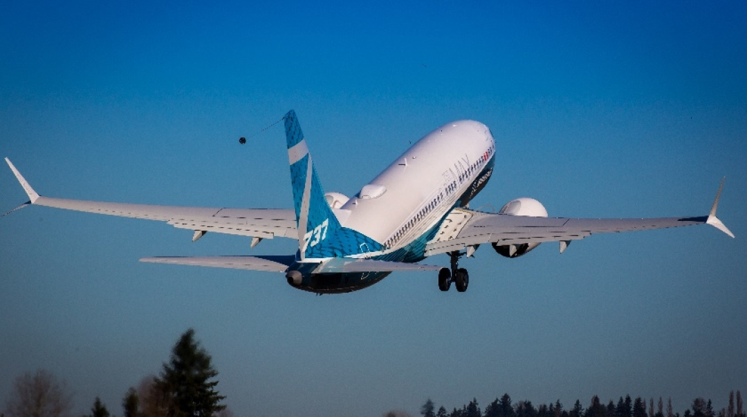 Boeing 737 MAX 7 Completes Successful First Flight