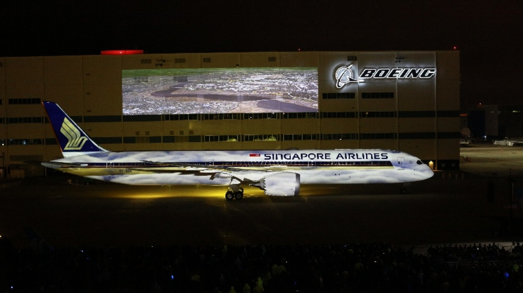 Boeing Delivers World's First 787-10 Dreamliner to Singapore Airlines