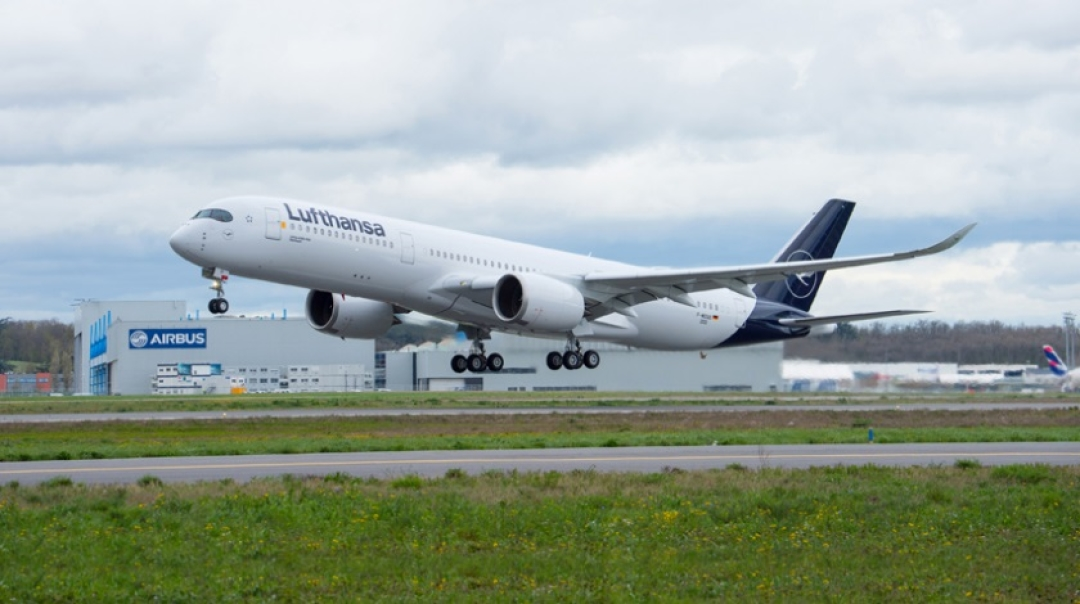Lufthansa Receives 10th Airbus A350-900