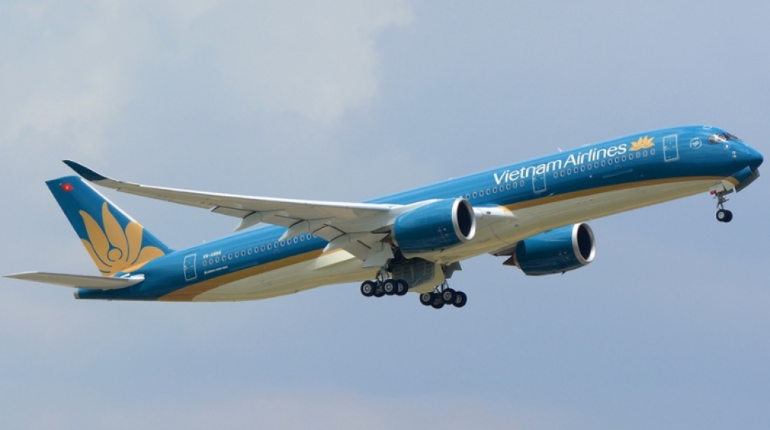 Vietnam Airlines Airbus A321 Lands on Runway Under Concstruction