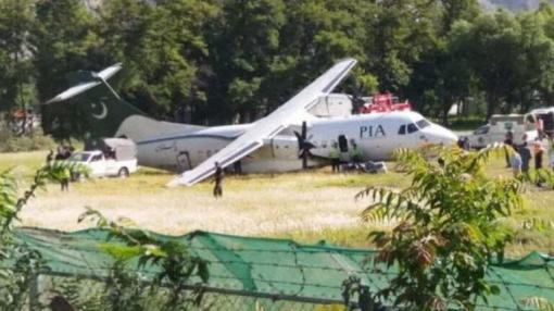 PIA ATR-42 Overruns Runway on Landing