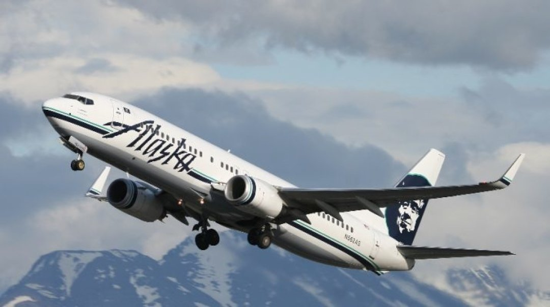 Alaska Airlines Goes Strawless in Partnership with Nonprofit Lonely Whale