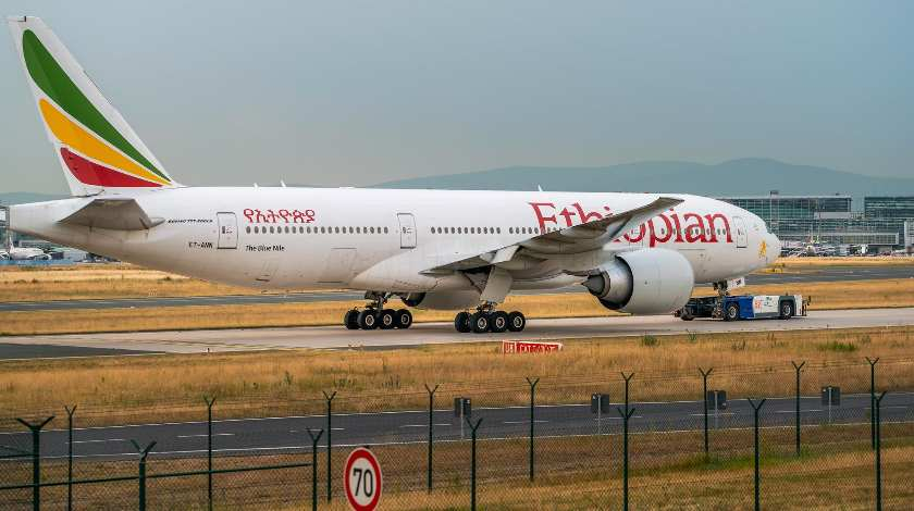 Ethiopian Airlines Boeing 767 Engine Fails and Catches Fire