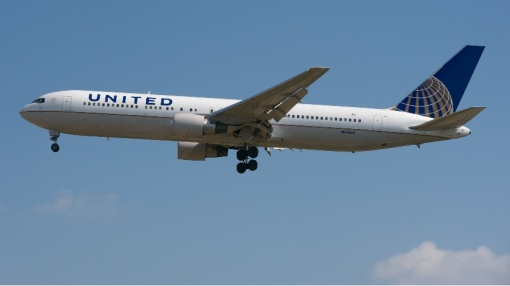 United Boeing 767 Engine Shuts Down in Flight