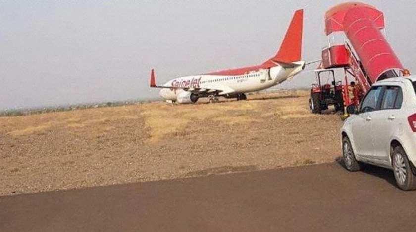 Spicejet Boeing 737 Overruns Runway on Landing