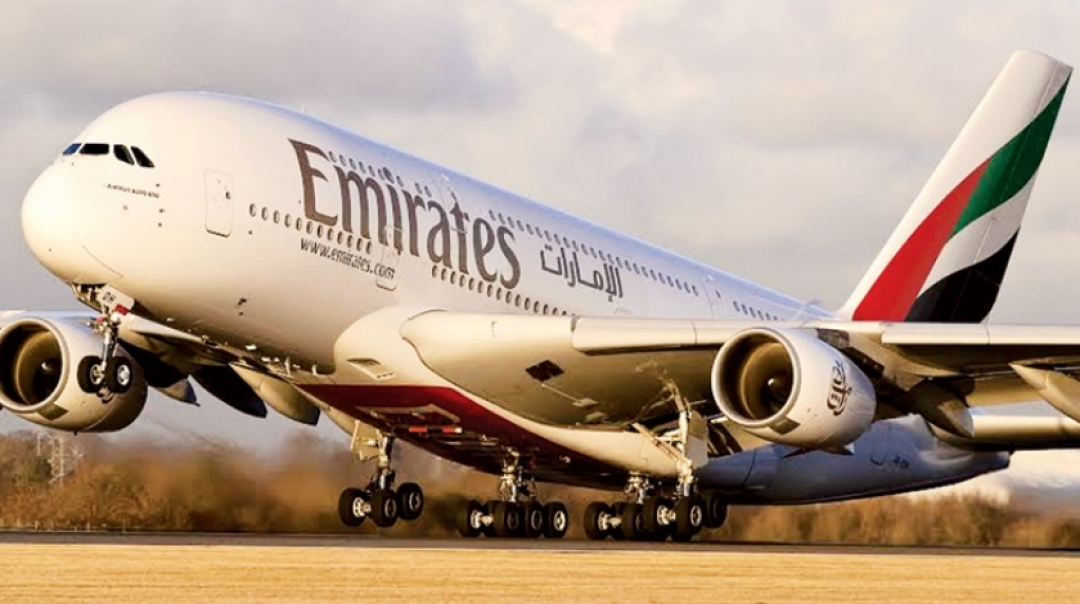 Emirates Airbus A380 Does not Retract Landing Gear at London Gatwick