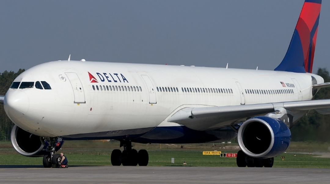 Delta Airlines Airbus A330 Engine Catches Fire