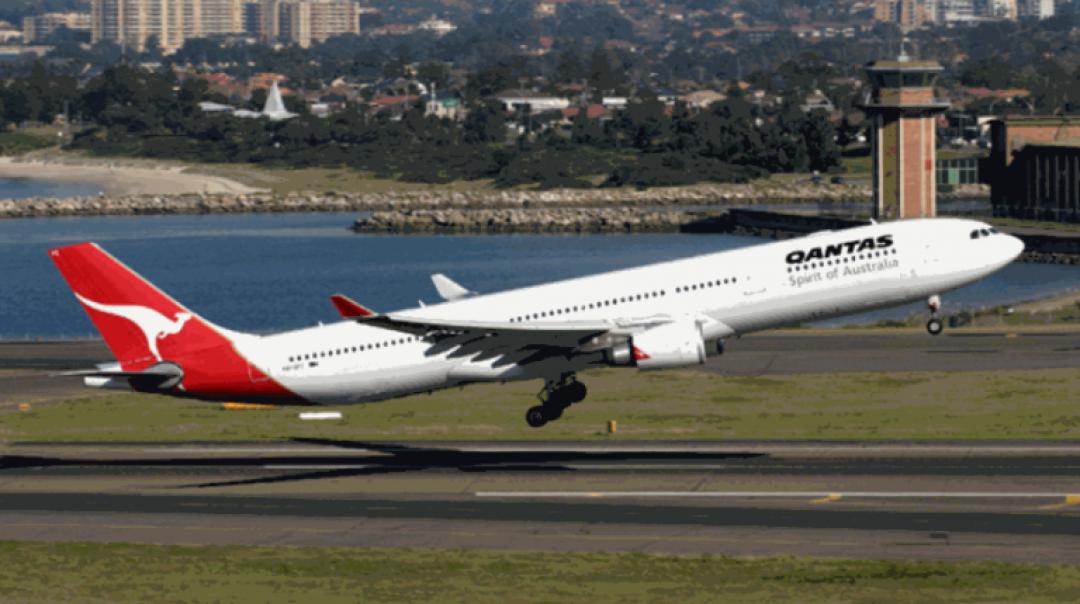 Qantas Airbus A330 Receives a Lightning Strike