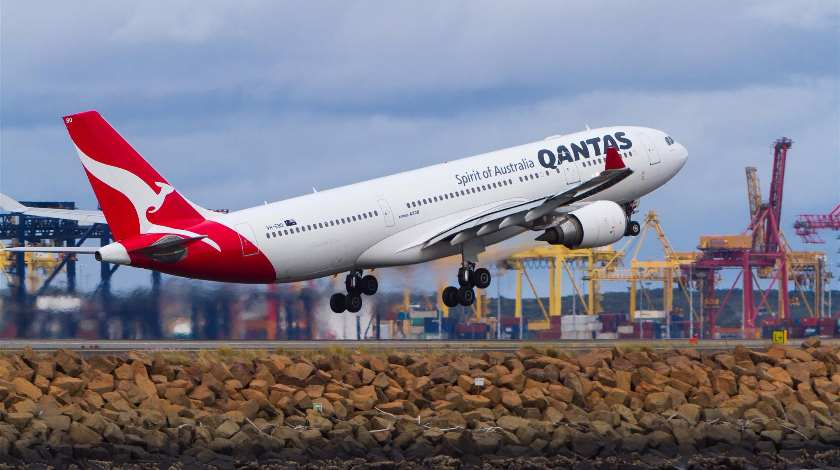 Hydraulic Fluid Leak Prompts Qantas Airbus A330 Evacuation