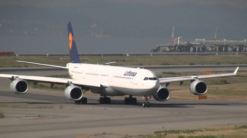 Lufthansa Airbus A340 Bursts 4 Main Tyres on Landing