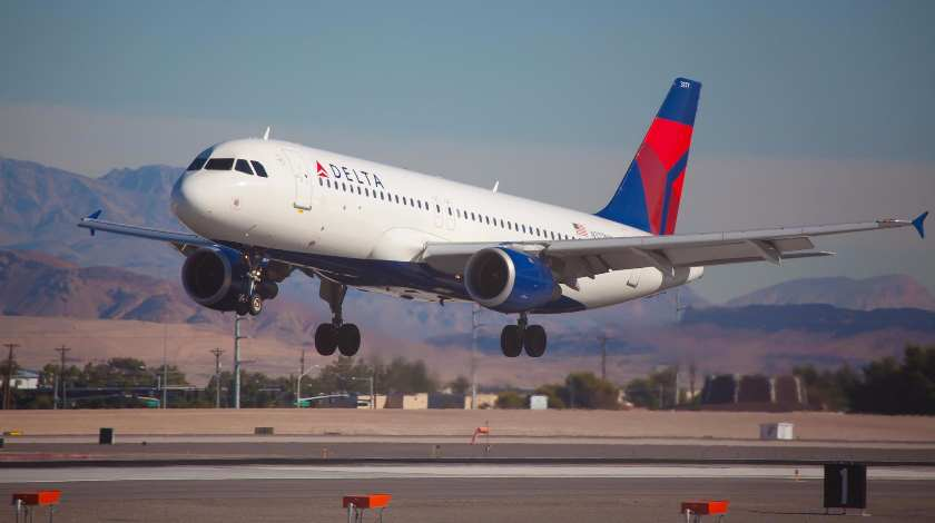 Delta Boeing 777 Dumps Jet Fuel over Los Angeles Schools