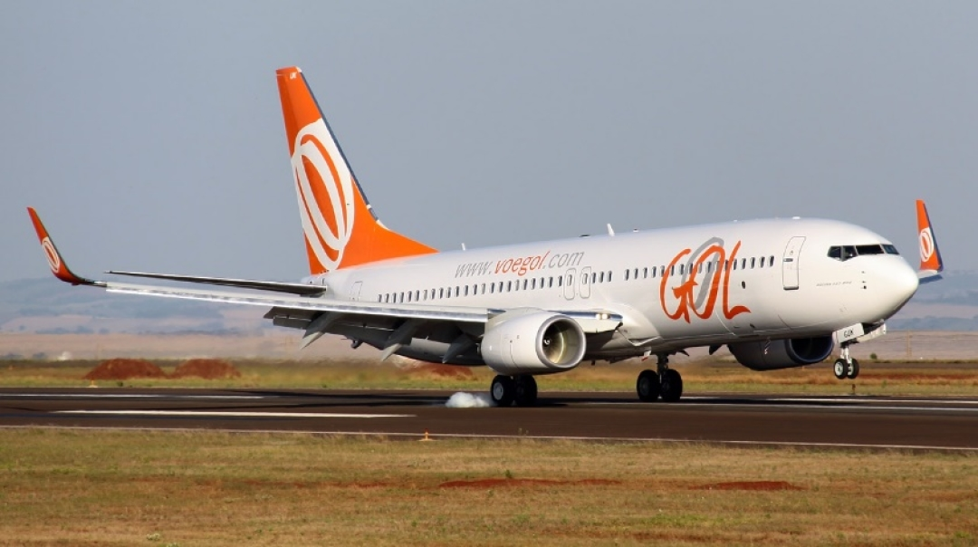 GOL Boeing 737 Takes Off with a Landed Aircraft Still on Runway
