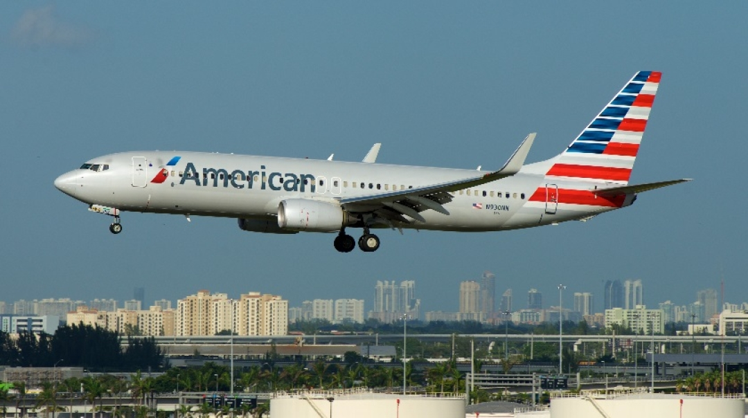 American Airlines Boeing 737 Engine Fails During the Flight