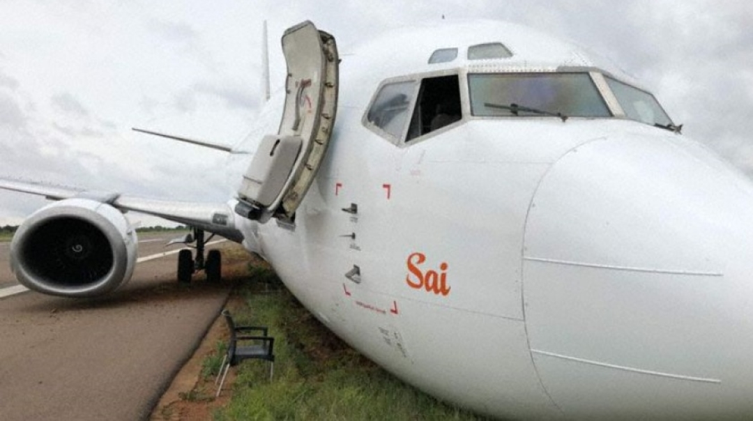 Serve Cargo B733 Suffers Nose Gear Collapse and Runway Excursion