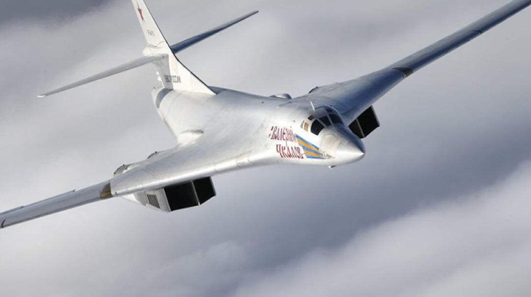 Putin Proposes Civilian Version of Tupolev Tu-160 Bomber