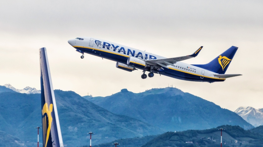 Ryanair and Spanish Pilots Agree on a 20% Pay Reduction