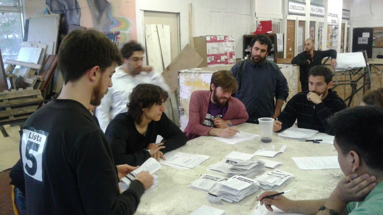 Protagonistas facultad de arquitectura la izquierda for Decano dela facultad de arquitectura