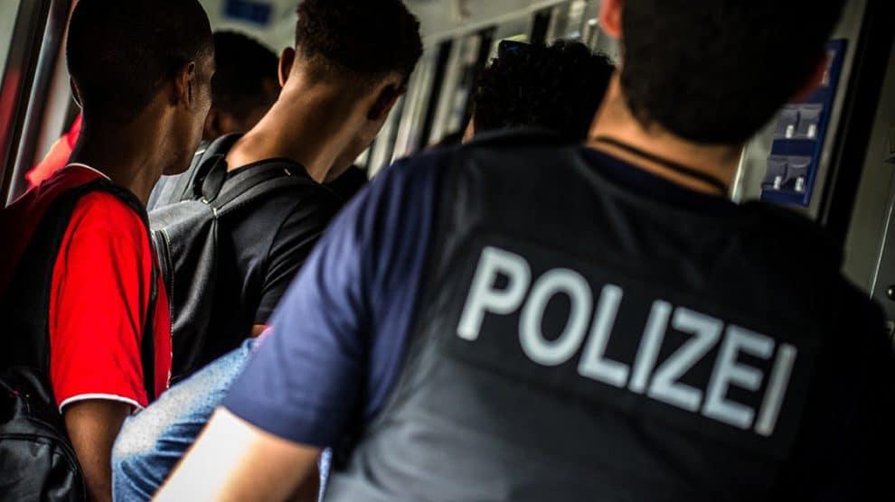 Hamburg: Keinen Fahrschein aber zwölf Identitäten – Afrikaner bereichert Eurocity