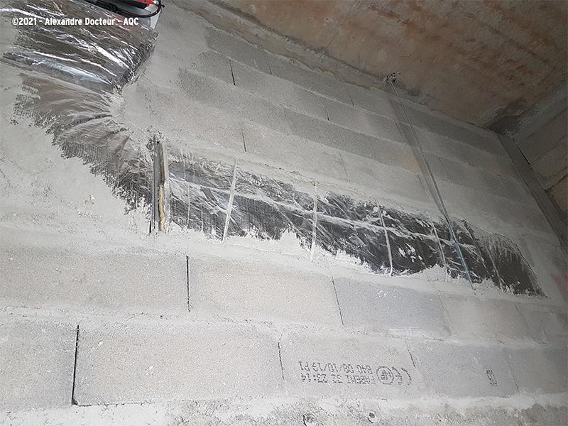 Désordre bâtiment : Problème d'interface entre les lots CVC/Gros oeuvre sur l'intégration d'une gaine ventilation dans un mur coupe-feu. Concours Photo AQC 2021