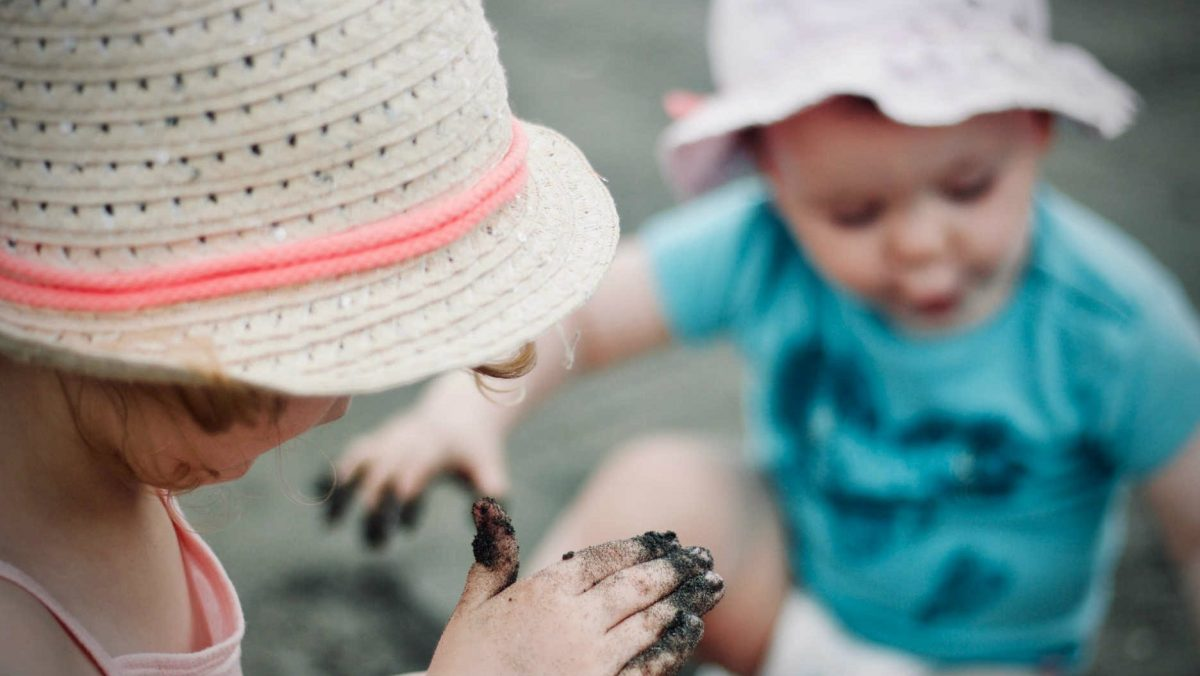Pozwól na swobodny kontakt z innymi dziećmi.